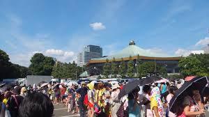 日本武道館に並ぶファン