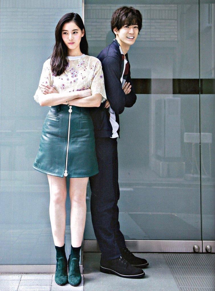 中島裕翔と新木優子は一目でわかる通り、とても美男美女ですよね。そんな二人は10月8日から始まるドラマ「SUITS/スーツ 」で、恋仲になるかもしれない役所を演じます。